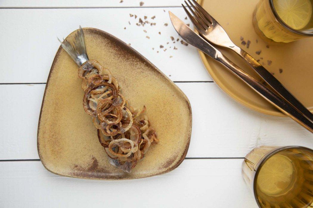 Śledź z karmelizowaną cebulką